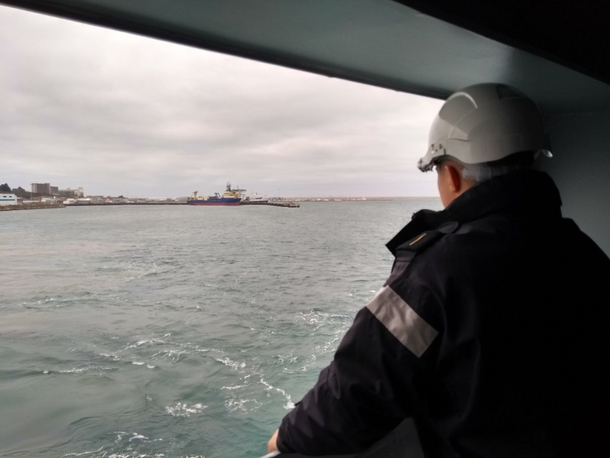 Our cadets on #RoyalFleetAuxiliary Tidesurge have a different #backtoschool experience as we let go our moorings and head back to sea. It's been a pleasure spending xmas and NY in Portland, now #holidaysareover! <br>http://pic.twitter.com/eooHgwzsq9