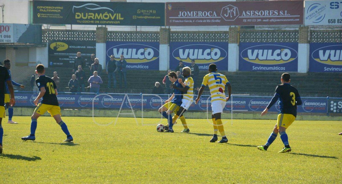 Una jugada del encuentro entre el Coria y el Cádiz B en el Guadalquivir (Foto: CCF).