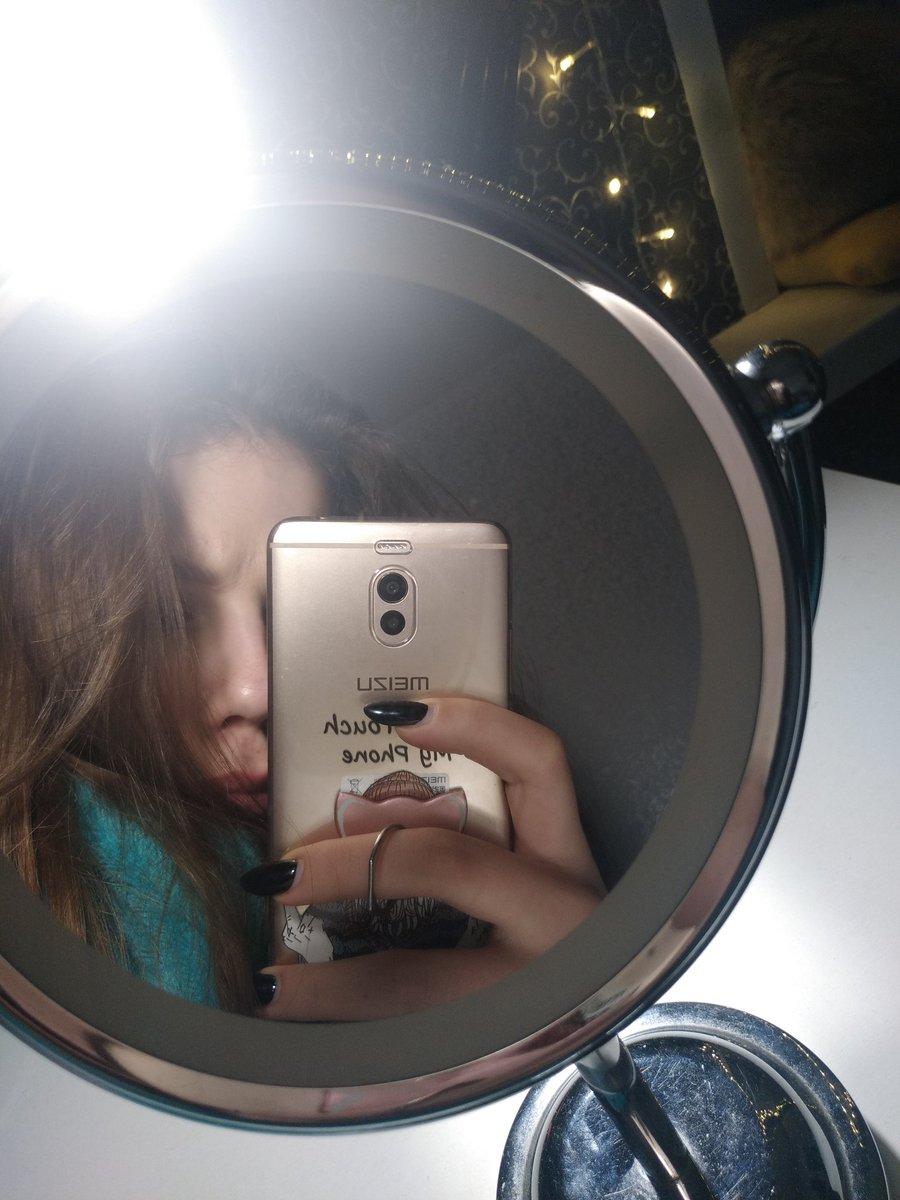 сфотографировать в зеркале без камеры днём