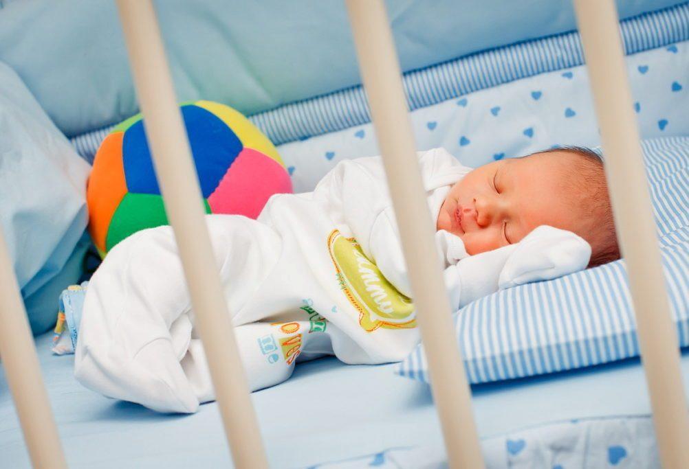 Картинки новорожденного ребенка в кроватки