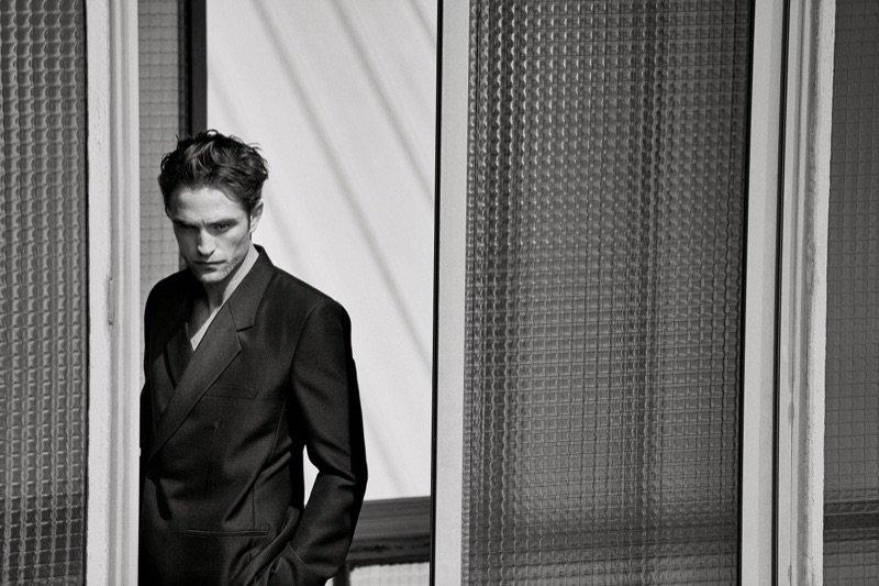 #RobertPattinson Dons #KimJones Designs for #Dior Men Spring '19 Campaign #SS19 @Dior https://t.co/N1FZipBj30