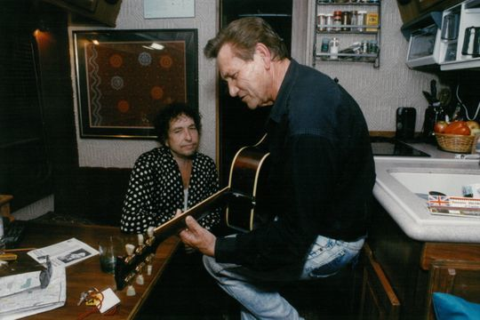"smz on Twitter: ""Memphis music: Looking back on 50 years of memorable  moments https://t.co/c50fKXc82c Bob Dylan listens to Sun Records great Billy  Lee Riley play on his tour bus in 1992. (Photo:"