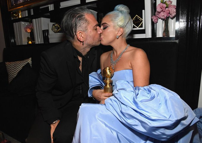 Golden Globe Awards - Page 21 DwVDXGfU8AA1Kz0
