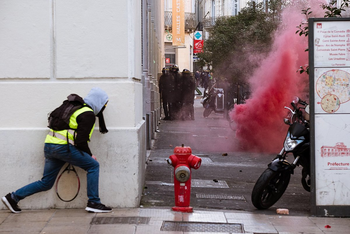 &quot;May our yellow sparks of revolt set the world ablaze in 2019!&quot; Powerful and inspiring New Year message from the revolutionary #GiletsJaunes in #France - via @lundimat1  #YellowVests #Acte9 #ActeIX   https:// winteroak.org.uk/2019/01/08/may -our-yellow-sparks-of-revolt-set-the-world-ablaze-in-2019/ &nbsp; … <br>http://pic.twitter.com/CKezgGufXF