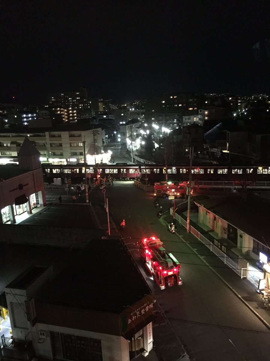 阪急神戸線の武庫之荘駅付近の踏切で人身事故が起きた現場画像