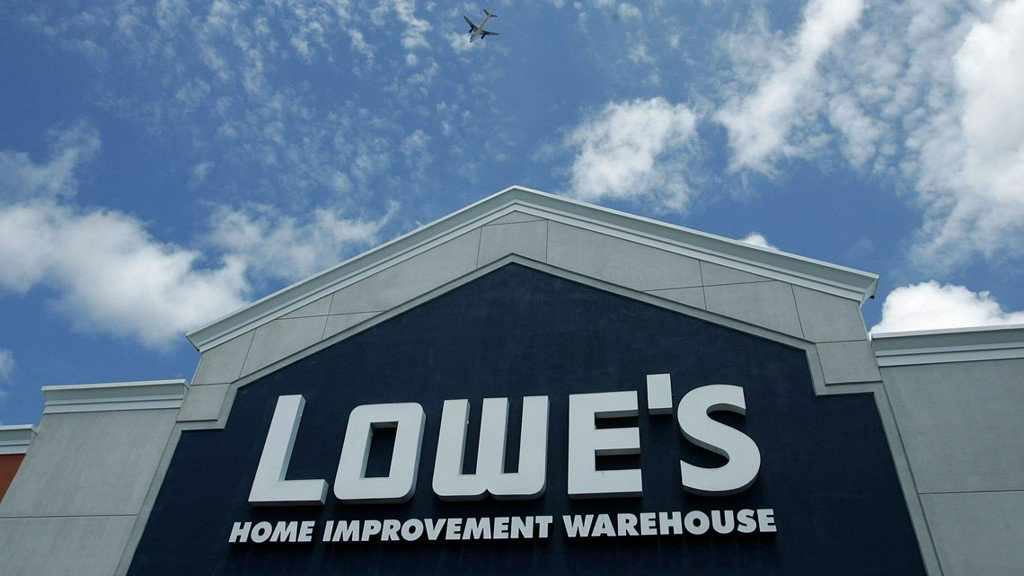 Lowe's to hire 65,000 new workers, even while cutting jobs