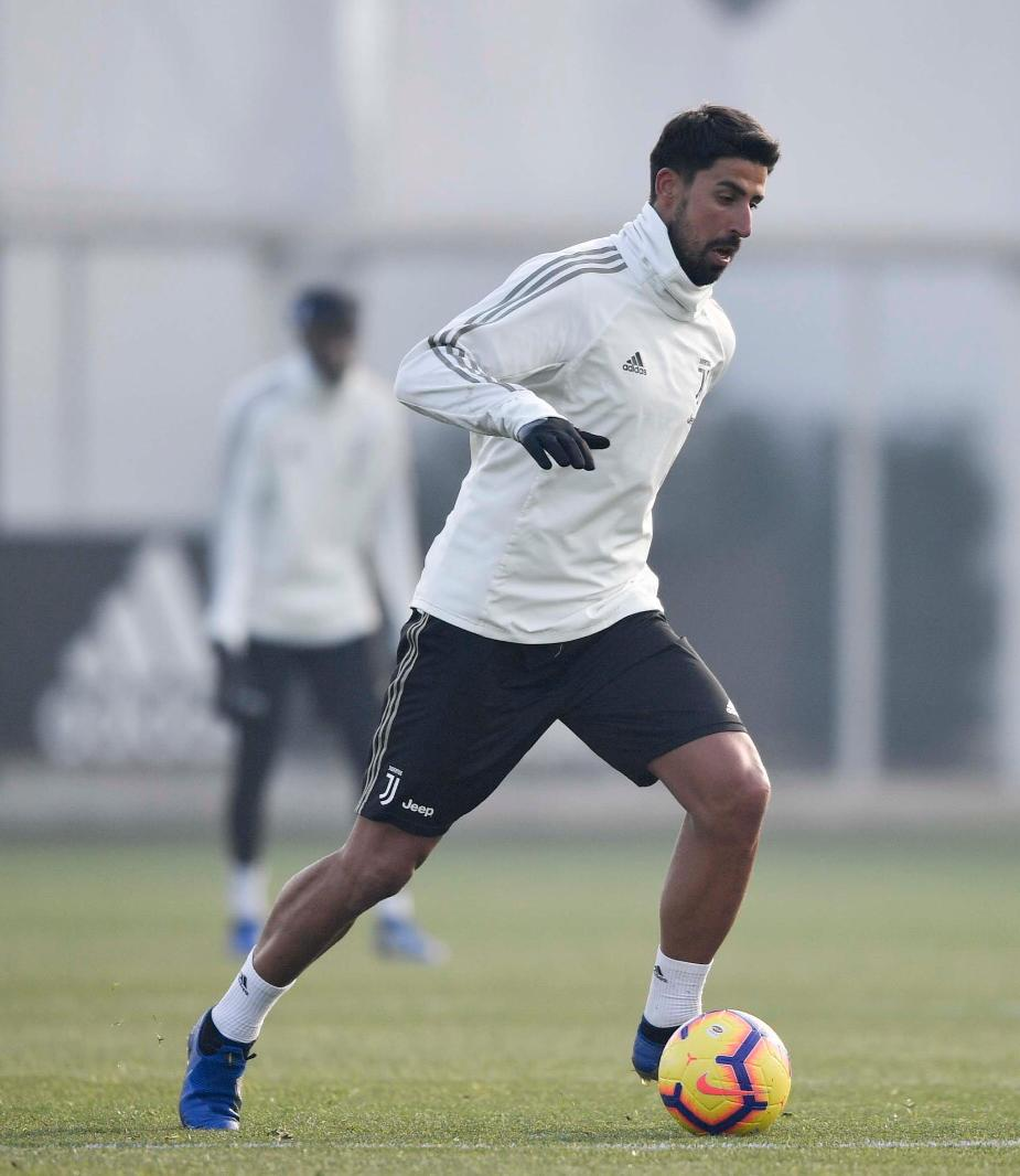 We're back! First @juventusfc training session in 2019! Let's make it our year 💪🏽🏳🏴 #FinoAllaFine #ForzaJuve #SK6