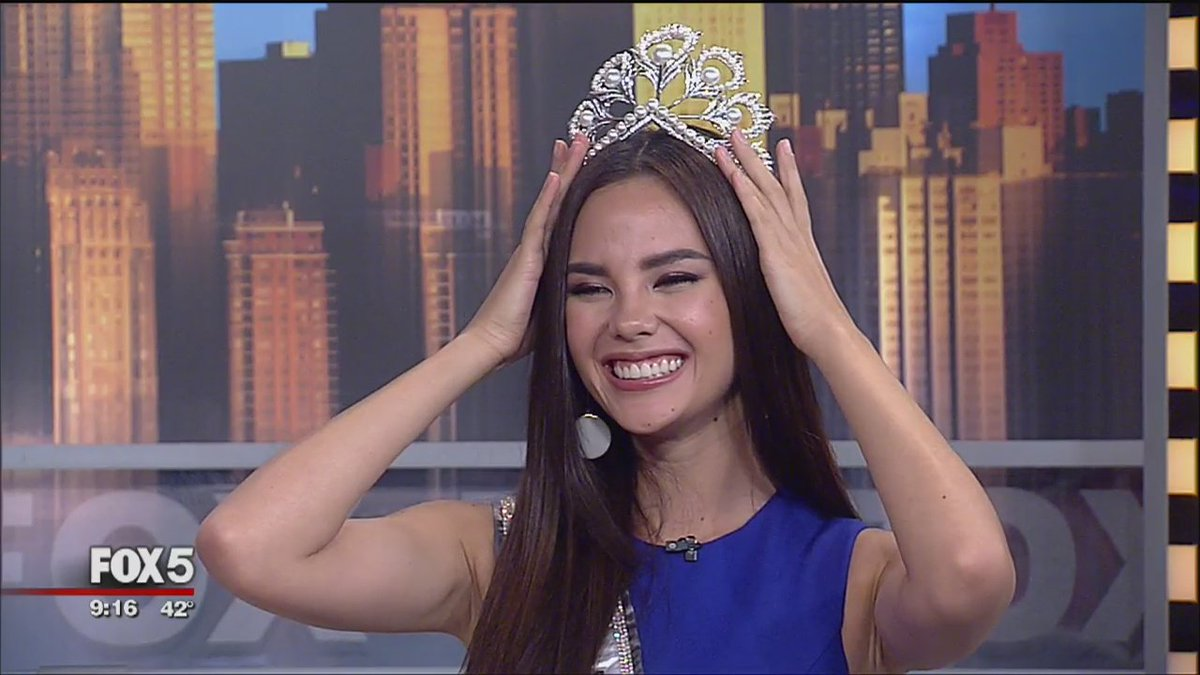 ICYMI on #GDNY Did she or didn't she? See if @rosannascotto managed to wear @MissUniverse #CatrionaGray's crown: http://www.fox5ny.com/good-day/382413073-video…