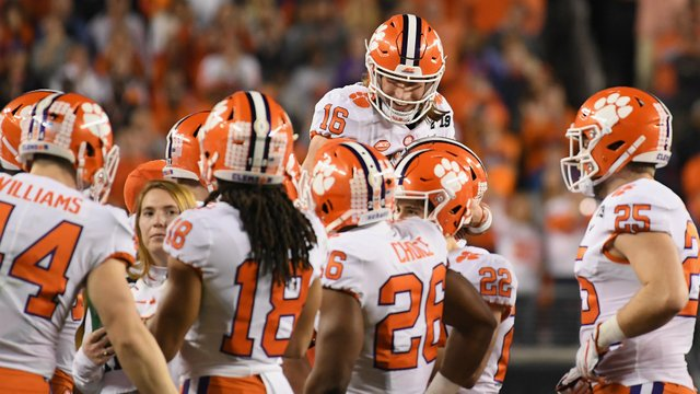 Clemson quarterback denies saying fast food meal at White House was 'the best meal we ever had' https://t.co/vxaTlGjoXZ