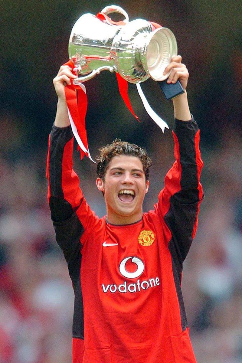 Em 2004, conquistou assim o primeiro título no Manchester United, e marcou o primeiro golo na Final da Taça da Inglaterra contra o Millwall.  Em 2011, conquistou o primeiro título no Real Madrid e marcou o golo decisivo na Final da Taça do Rei contra o Barcelona. #CR7Juve