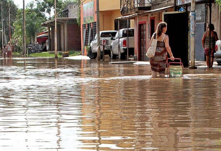 Devastating flooding has killed four people in Argentina, and deforestation is partially to blame  http://www. batimes.com.ar/news/argentina /four-dead-thousands-evacuated-in-north-argentina-floods.phtml &nbsp; …    @GreenpeaceArg #SalváAlChaco<br>http://pic.twitter.com/QvTo3jyfRO