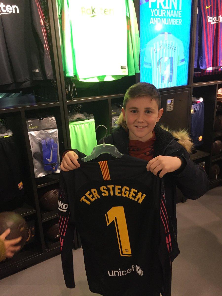 Su cara lo dice todo!! Su demarcación en el campo y su jugador favorito @mterstegen1 . Pronto  volveremos para apoyarlo desde detrás de la portería 💪🏻