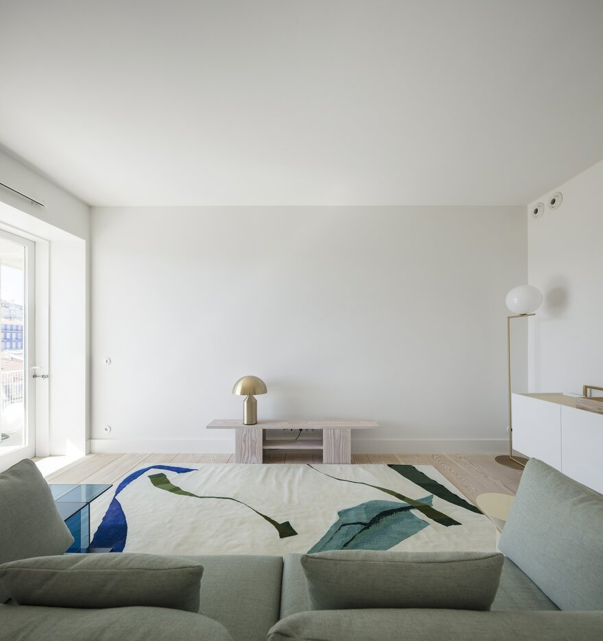 Modern Chiado Apartment  in Lisbon, Portugal http://ow.ly/dUxu50kd7cw  #apartment #modern #interiordesign #minimalist #light #livingroom #sofa #cozy #relax #furniture #armchairs #carpet #furnituredesign #inspiration #decor #design #furniturestore #sohomod