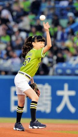 芦田愛菜ちゃんの投球フォームがスゴいwww唯一の欠点かもwww