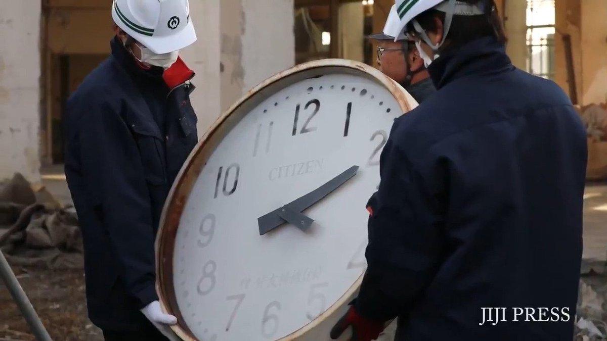 東日本大震災で多数の職員が犠牲になった岩手県大槌町の旧役場庁舎で15日、外壁の時計など津波の脅威を伝える遺物が取り外されました。 記事→https://t.co/HqvQ0K0eaT #東日本大震災 #大槌 https://t.co/189IrWMoKI