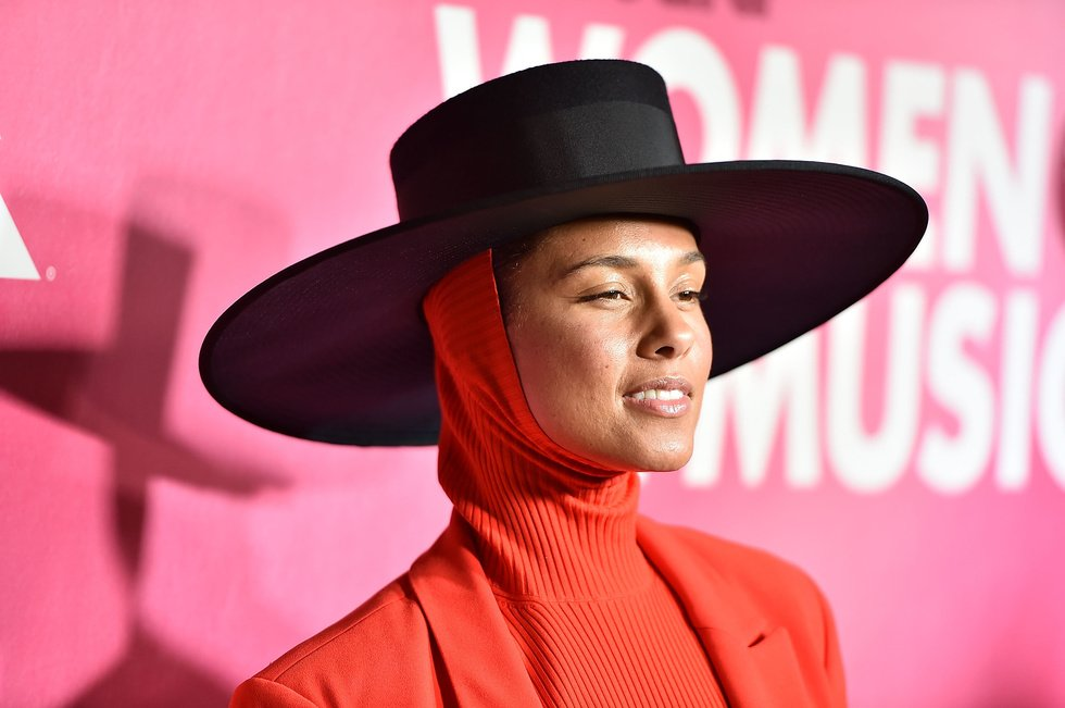 The #Grammys have a host. @aliciakeys will be the first black woman to host in 14 years https://t.co/IczdDqWEhq