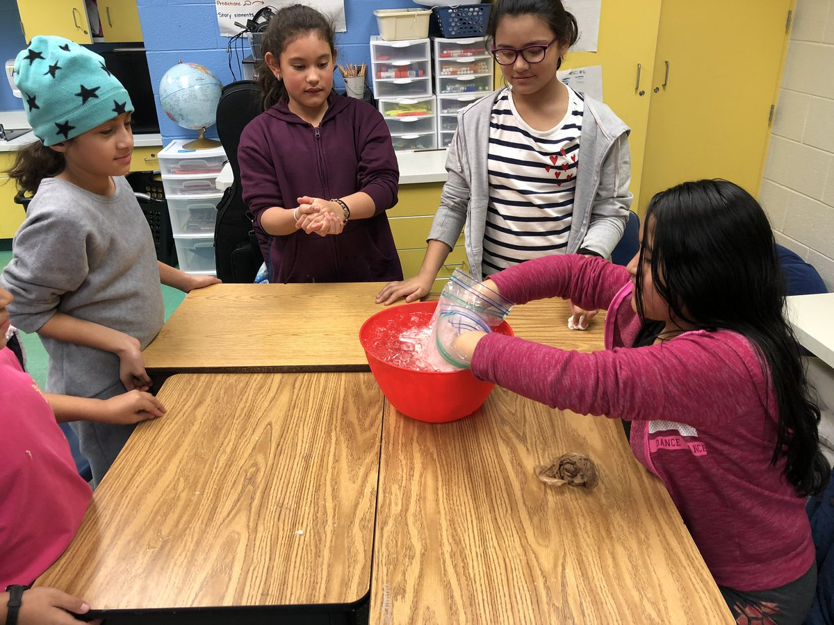 YES club made simulations to feel how blubber helps keep polar bears warm in icy cold arctic water. The results were quite chilling! <a target='_blank' href='http://twitter.com/kwbhutcheson'>@kwbhutcheson</a> <a target='_blank' href='http://twitter.com/KWBTercero'>@KWBTercero</a> <a target='_blank' href='http://twitter.com/BarrettAPS'>@BarrettAPS</a> <a target='_blank' href='http://twitter.com/APS_ProjectYES'>@APS_ProjectYES</a> <a target='_blank' href='https://t.co/CBFqcTrRfW'>https://t.co/CBFqcTrRfW</a>