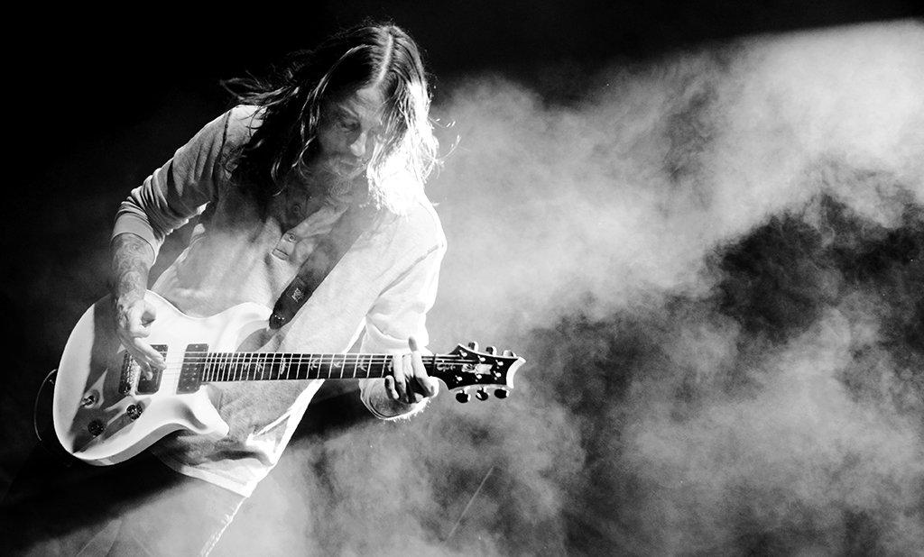 Blazin' riffs #MahoneyMoment - photo @LashBz @prsguitars @ernieball