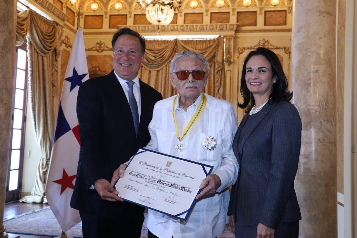 Hoy condecoramos al escritor panameño Guillermo Sánchez Borbón, con la Orden Manuel Amador Guerrero. https://t.co/L4cb6TSZfB