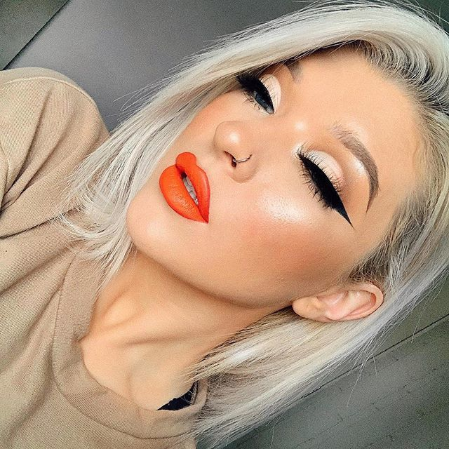 Nothing gets us more amped than Everlasting Liquid Lipstick in the shade A-Go-Go🍊🍊🍊 📸 @grgctts