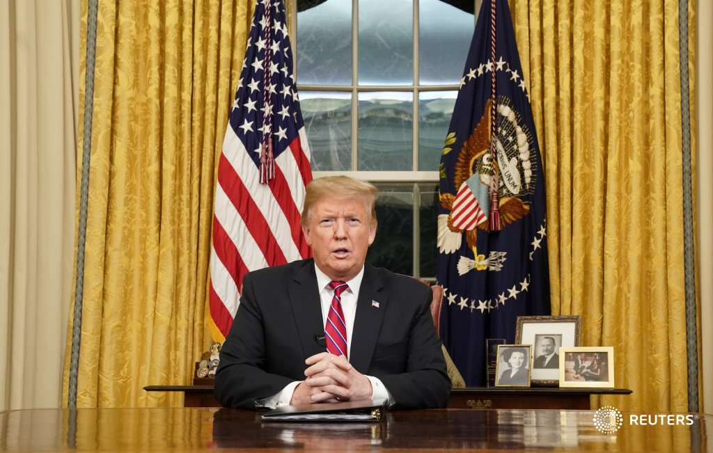 President Donald Trump delivers a televised address to the nation from the Oval Office about immigration and the southern U.S. border on the 18th day of a partial government shutdown.  📷 @ReutersBarria