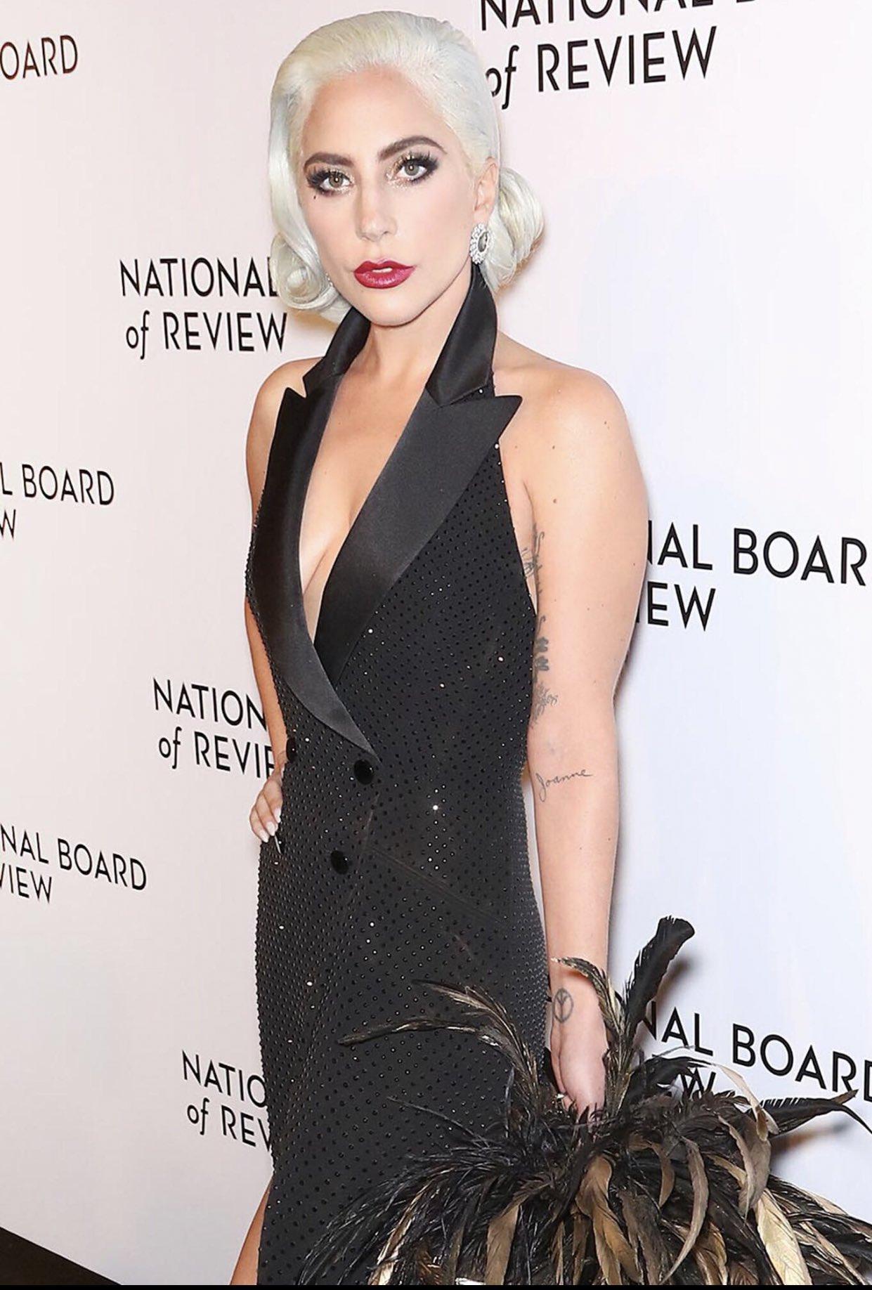 2 - Lady Gaga - Σελίδα 31 Dwbb_7tX0AQvGwO