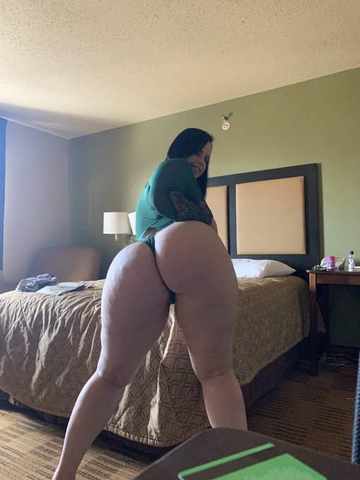 I'll be in Orlando tomorrow available for meet and greets email me VirgoPeridotsc4@gmail.com https://t