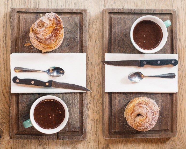 M O R N I N G  B U N Croissant dough, cinnamon sugar, hot chocolate sauce #gutenmorgen #mcreats #albertsschloss