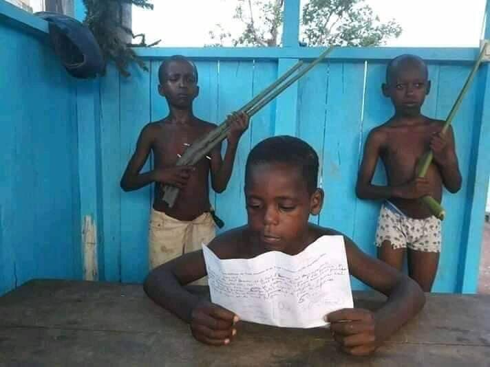 Gabonese youths have decided to all try their own coup. #Gabon