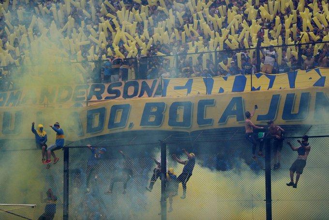 Conmebol proíbe bandeirões nos estádios e deve exigir torcedores sentados a partir de 2021 Foto