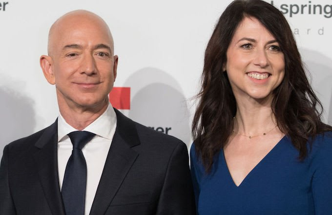Amazon CEO Jeff Bezos and wife MacKenzie split after 25 years of marriage.  There is reportedly around $137 billion on the line in this divorce: https://t.co/pxpMMyDCN7