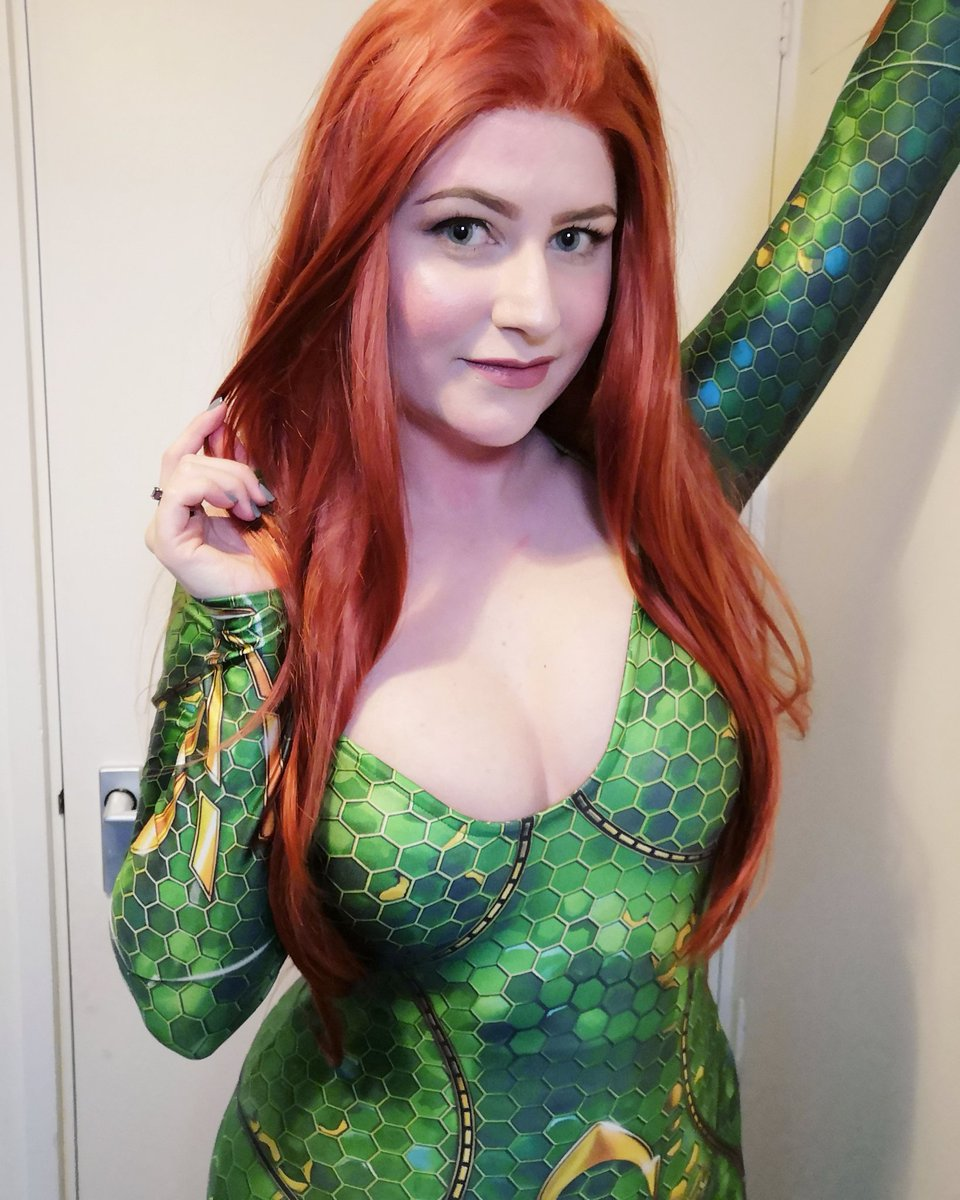 Think I decided against this wig for Mera but it's hella cute anyway 👌 Happy Hump Day! #cosplay #Aquaman #Mera