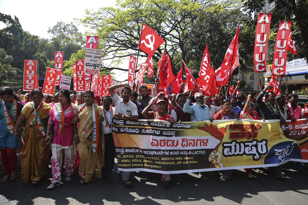 Trade union activists in India are holding demonstrations and a two-day nationwide #strike this week against what they claim are anti-worker government policies and unilateral labor reforms. https://bit.ly/2CWwuG0