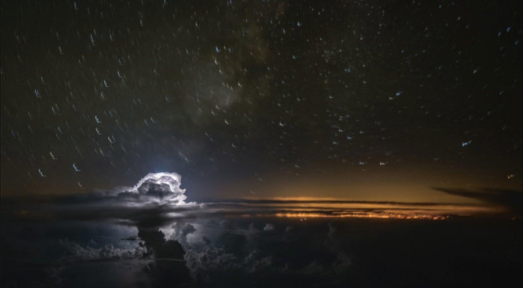 This pilot photographs storms from the airplane cockpit https://t.co/u9KpDRMV20 https://t.co/Fh1l9IjHpf