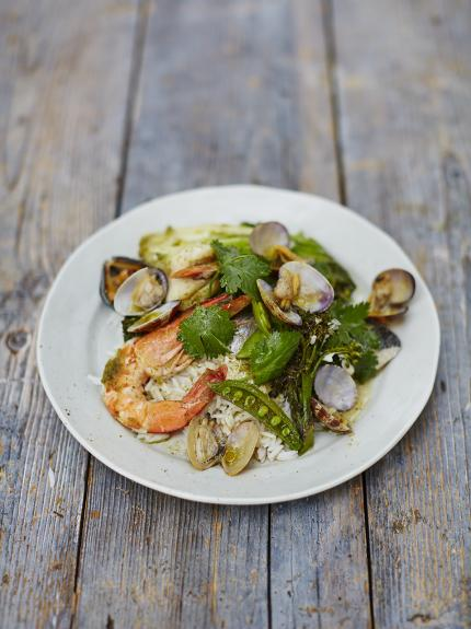 Asian-style seafood parcels: With a zingy, fresh marinade.  #seafood #dinnerfortwo #dairyfree #asian #seasonal #recipe  http:// bit.ly/2C92Fk5  &nbsp;  <br>http://pic.twitter.com/clmZiRZwlh