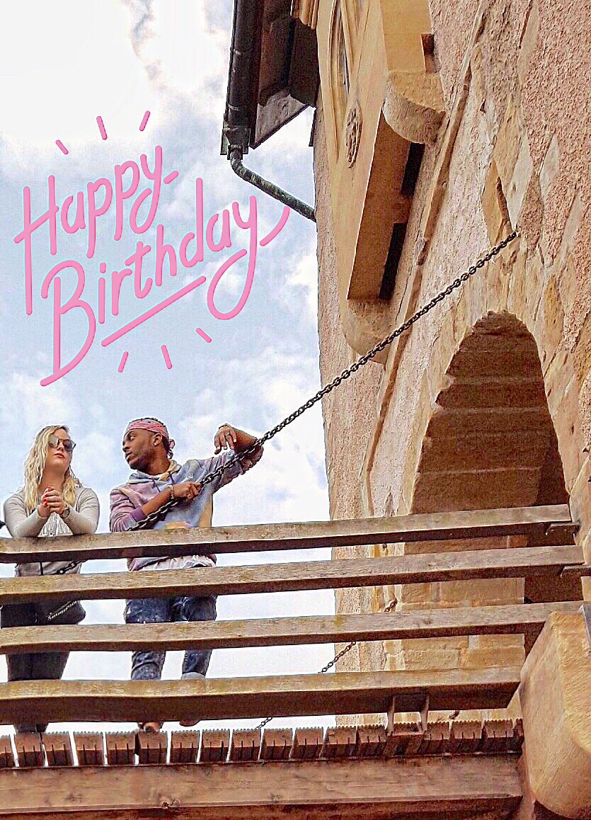 Hey birthday girl, remember we all were chillin' on a castle bridge in Germany, ha?! HAPPY BIRTHDAY @vrosemusic! 🎂 🎁 Sky's the limit for you!