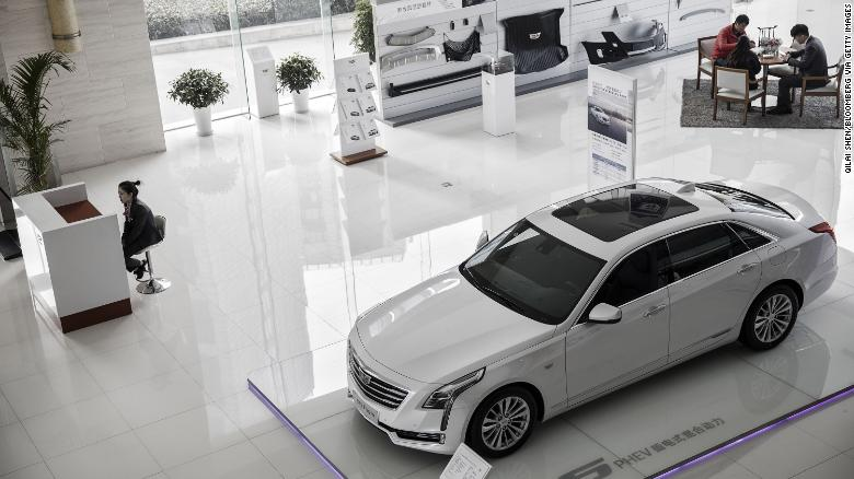 Car sales drop in China for the first time in 20 years https://t.co/9meFG4E2RD https://t.co/Z6LM4ihUz7