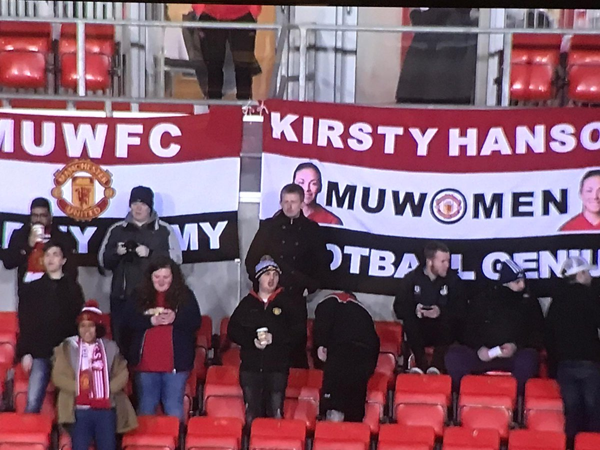 Flag made it on the telly again but I was bending over making sure the Bovril was safe 😂😂 2-0 United at full time. #MUWomen #MUFC #ContiCup #HansonFC #KirstyHanson #KirstyHansonFootballGenius