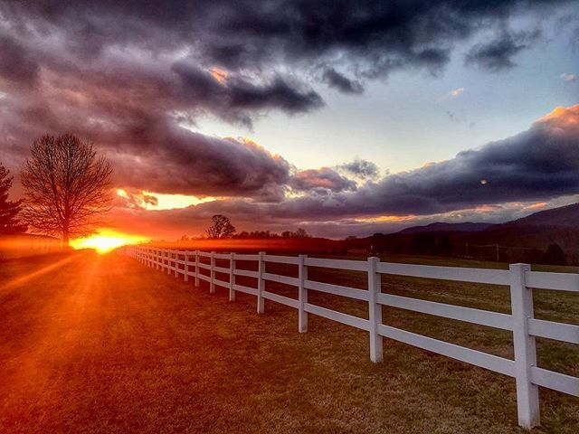 Tonight's #sunset from Lynchburg #Virginia @spannwx @stormhour @abc13_wset @weatherchannel #sunset_madness #loveva  http:// bit.ly/2D15ghq  &nbsp;  <br>http://pic.twitter.com/gge1J3LxGo