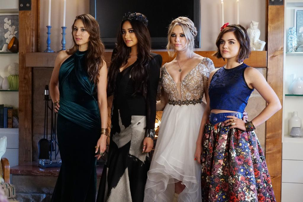 Now, this is how you crash a prom. #PrettyLittleLiars