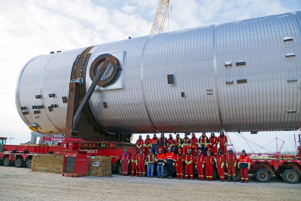 After a 3 day journey, Mammoet's crew has safely transported the 800 ton vessel to its final destination.  Well done to everyone who was involved with this historic move! #heavytransport #mammoet #albertatransport #albertaenergy #makinghistory #madeformammoet
