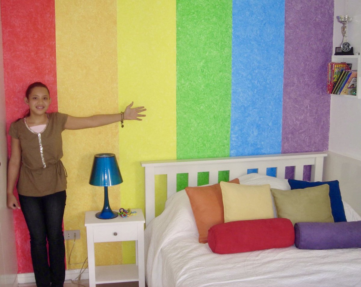 Someone: Are you gay? My bedroom at 12:pic.twitter.com/yfJbLnrv9x