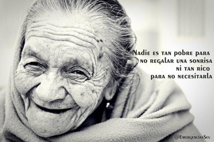 Nadie es tan pobre para no regalar una sonrisa, ni tan rico para no necesitarla Sonríe a la vida Buenos días!! #FelizJueves Foto