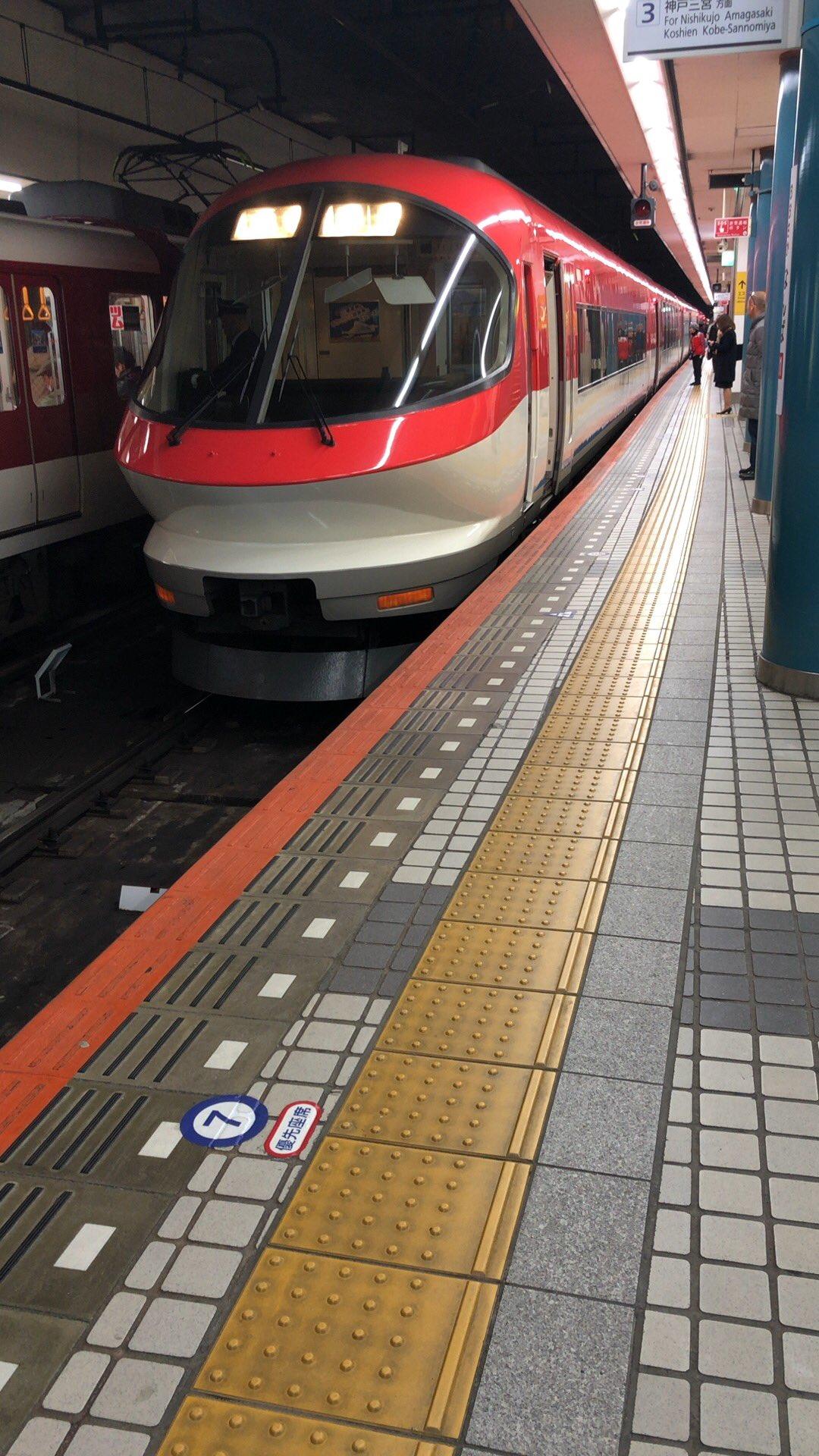 画像,人身事故の当該、伊勢志摩ライナーが大阪難波に到着。スカートに血がうっすらついてる#近鉄#伊勢志摩ライナー#大阪難波#人身事故 https://t.co/NTpz…