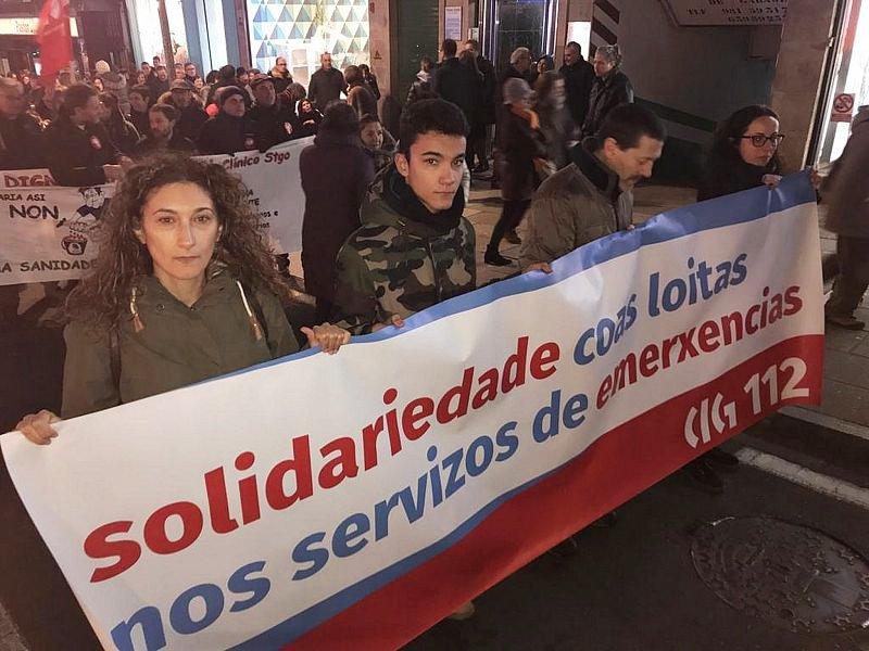 As Urxencias do Clínico de Santiago mobilizaron onte milleiros na capital galega en defensa dun servizo digno. O persoal do 112 apoia as reivindicacións deste colectivo laboral, en folga desde hai dous meses. Solidariedade nas emerxencias! Defendamos a sanidade pública!