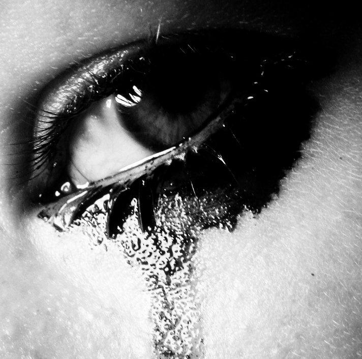 Слезы в красивом исполнении картинка