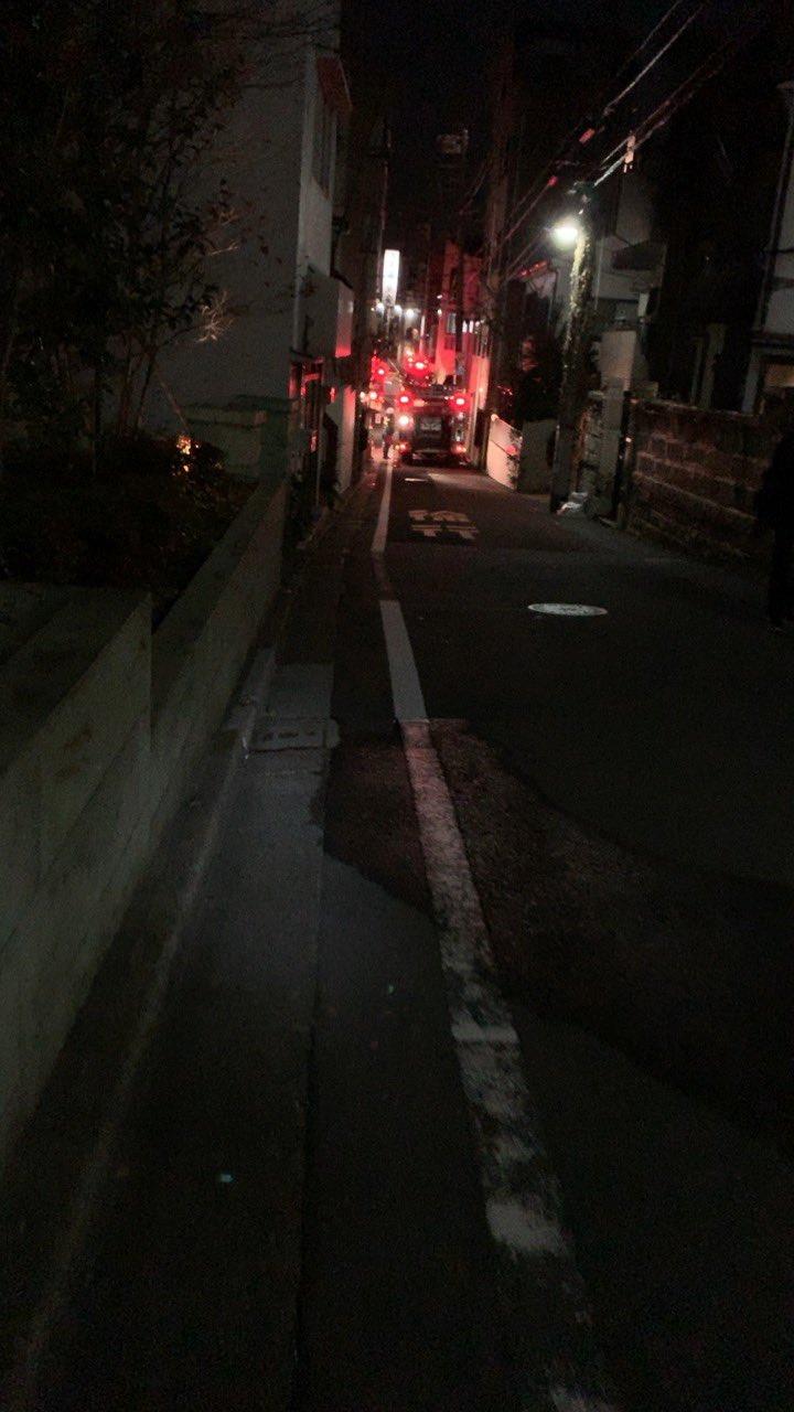 画像,報道のヘリ飛んでたからなんかと思ったら、通学路が火事で塞がれててびびった。 https://t.co/V35zVJ6rFn…
