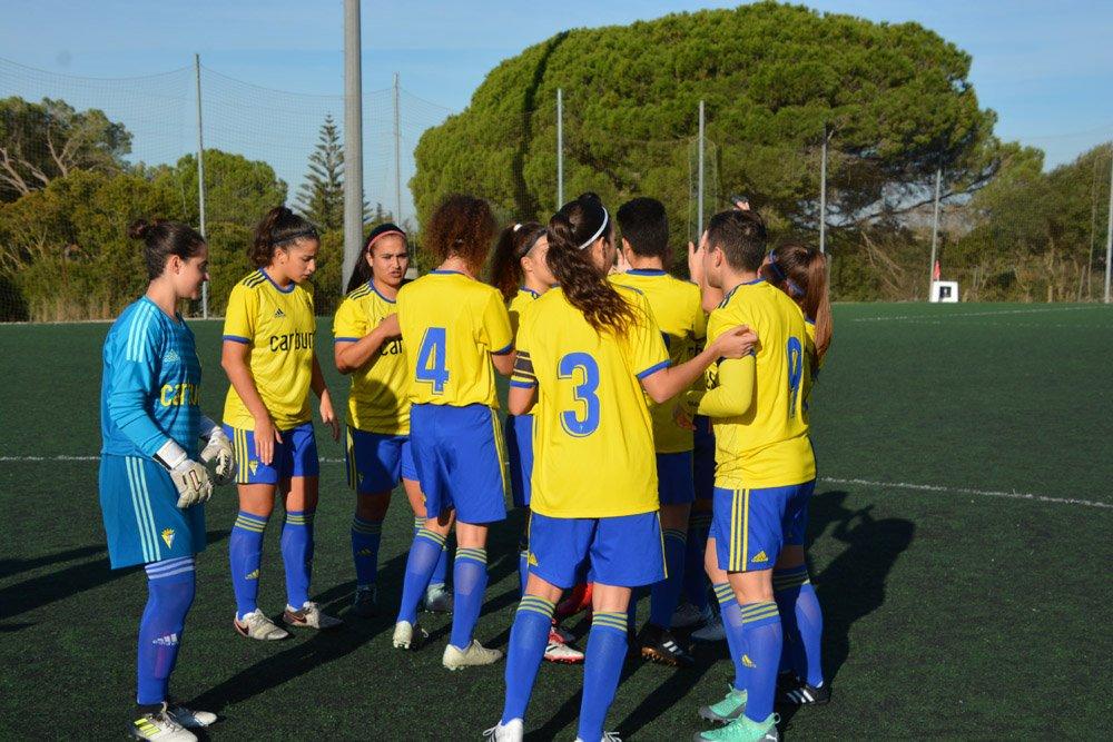 El Cádiz Femenino celebra una victoria (Foto: Cádiz CF).
