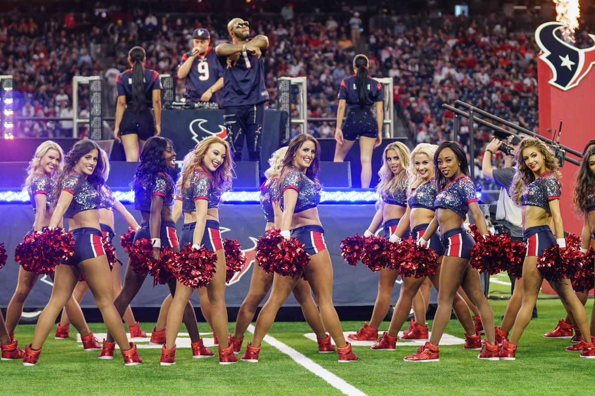 Hit after hit! We loved performing at halftime with @official_flo! #tbt