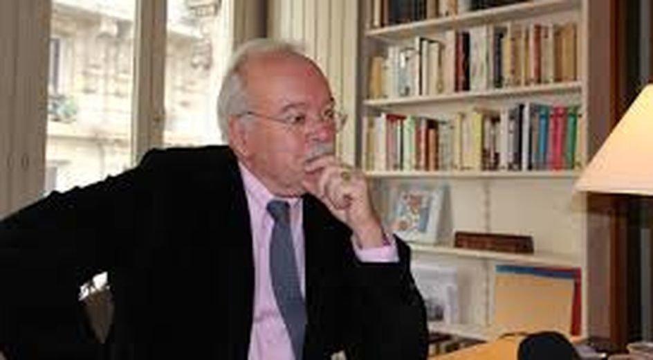 Emplois présumés fictifs du #FN : le trésorier du parti mis en examen https://t.co/Xyi3a5Xng6 #Politique